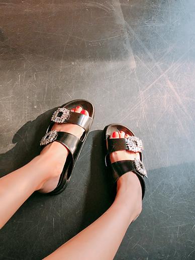 鞋子日复一日