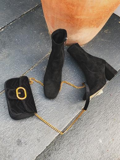 百合半透明的皮草,鞋子