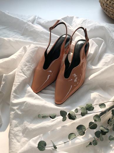 Weilin,染色的腿和鞋子