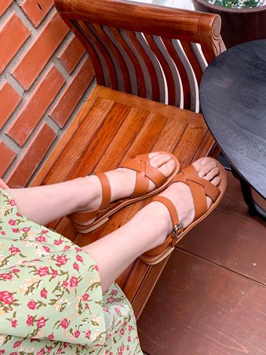 扣很少见,鞋子